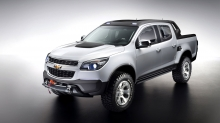 Мощный Chevrolet Colorado Rally Concept на сером фоне