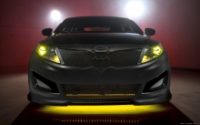 Желтая подсветка Kia Cerato Optima SX, Batman, анфас, значок, фары, решетка радиатора, аэрография