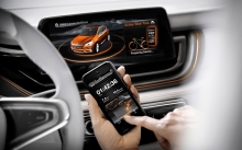 Интерьер BMW Active Tourer, дисплей, iPhone, салон