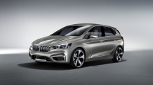 Серебристый BMW Active Tourer Concept на сером фоне