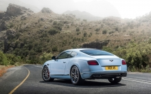 Белый Bentley Continental V8 GT S,  2015, Бэнтли, туман, облака, горы, сзади, фото, лес, природа