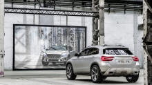 Mercedes-Benz GLA-class, Мерседес ГЛА класса, зеркало, отражение, кроссовер